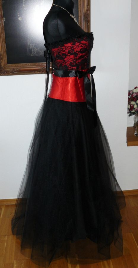 420f54945237 plesové šaty » skladem plesové » červená. Cena s DPH 3999.00 Kč